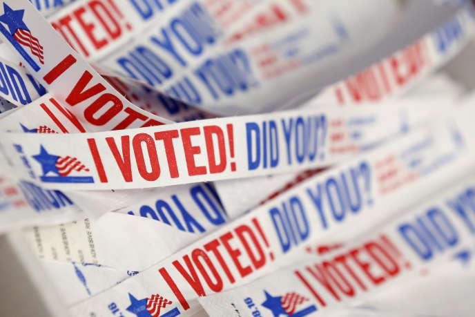 Bracelets portant l'inscription«J'ai voté ! et vous ?» distribués dans le bureau de vote anticipé de Chicago (Illinois ), le 14octobre.