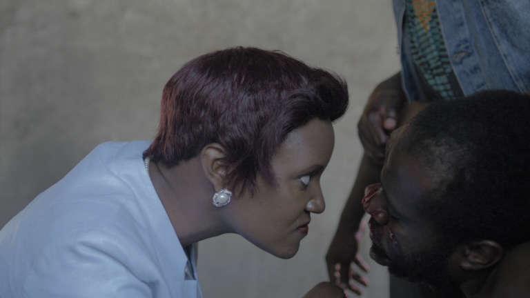 Marrianne Nungo (Kadhu) et Tim King'oo (Biko), dans la web-série kényane, «Tuko Macho».