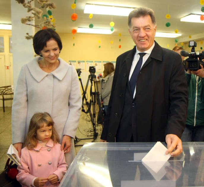 Le premier ministreAlgirdas Butkevicius vote le 9 octobre, lors du premier tour de l'élection en Lituanie.