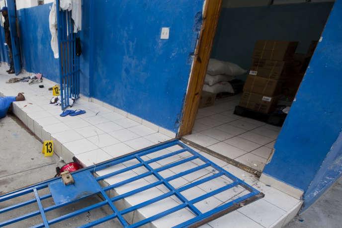 Les portes de certaines cellules de la prison d'Arcahaieont été arrachées pendant l'évasion des 174 détenus le 22 octobre.