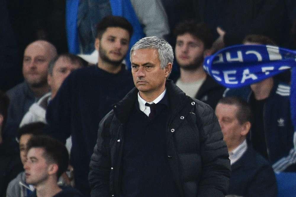 Les joueurs de Chelsea n'ont pas été indulgents avec leur ancien entraîneur José Mourinho, de retour à Stamford Bridge comme entraîneur de Manchester United : les Blues l'ont emporté 4-0, avec un étouffant Ngolo Kanté au milieu de terrain face à Paul Pogba. Le petit Français s'est même offert le luxe de marquer le quatrième but, succédant à Pedro, Gary Cahill et Eden Hazard. United est à six points de la tête de la Premier League.