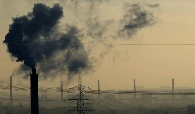 L'air n'a jamais été aussi pollué par le dioxyde de carbone (CO2), principal gaz à effet de serre, qu'en 2015, avec une teneur moyenne dans l'atmosphère de 400 parties par million, selon l'Organisation météorologique mondiale.