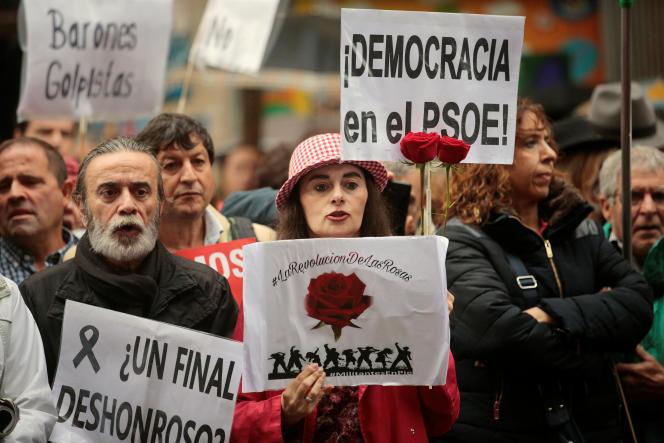 Manifestation, le 22 octobre, à Madrid, contre la décision du PSOE de laisser le PP former un gouvernement.