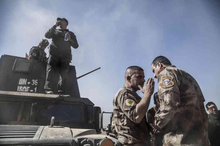 22 octobre. Le major Salam s'entretient sur les hauteurs de Bartella avec le général Haïder au sujet de l'attaque prévue pour le lendemain.