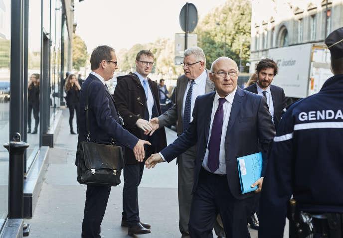 Michel Sapin, ministre de l'économie et des finances, et Christian Eckert. secrétaire d'Etat au budget.