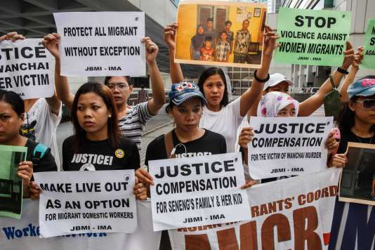 Un groupe de manifestants rassemblé devant la Haute Cour, le 24octobre.