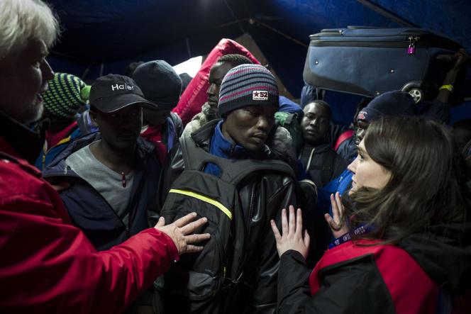 Pendant l'évacuation de la jungle de Calais, dans la matinée du 24 octobre.