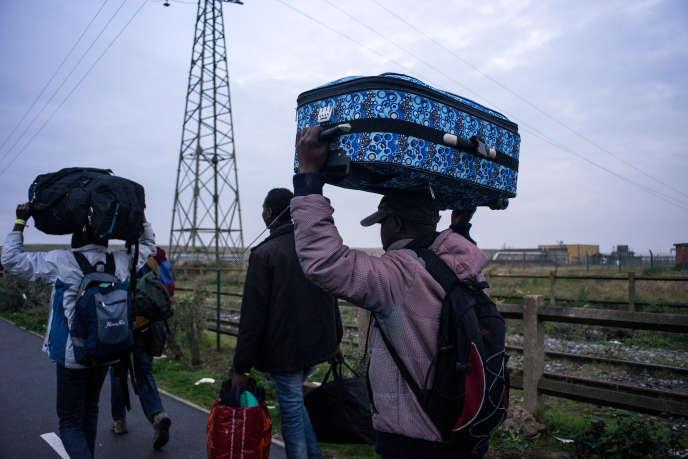 Premier jour du démantèlement de la « jungle» de Calais, le 24 octobre.