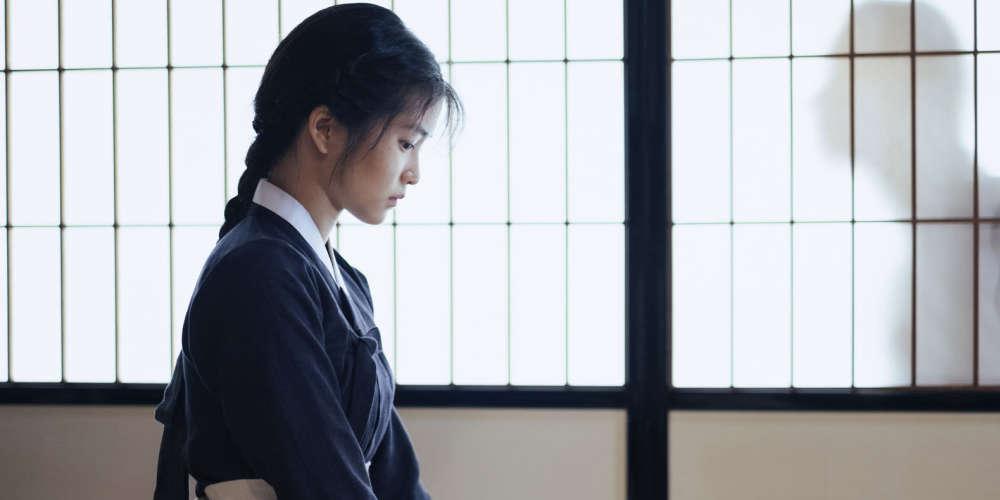 On connaissait jusqu'alors le réalisateur comme l'enfant terrible du cinéma de genre sud-coréen, dont le style en perpétuelle surchauffe jonglait frénétiquement avec la violence emphatique et le grotesque régressif. Ce film, présenté en compétition à Cannes, dont il est reparti avec une récompense technique, marque, à la suite de son excursion américaine («Stoker», 2013), un véritable point d'inflexion dans la carrière du cinéaste.