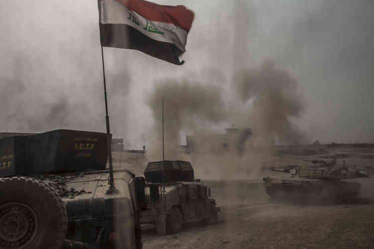 Les chars Abrams tirent sur les positions de l'organisation Etat islamique.