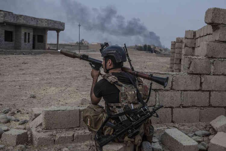 Les hommes sont tendus. Des djihadistes sont encore terrés dans les habitations.
