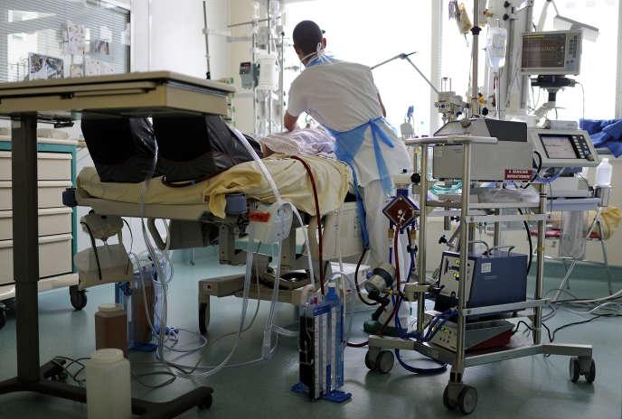 Dans un service de soins intensifs, au CHU d'Angers, en 2013.