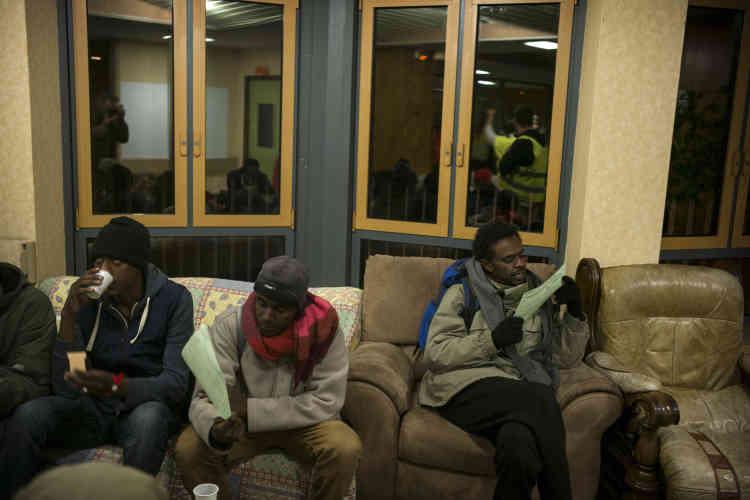 Dès leur arrivée, les réfugiés ont reçu les règles de fonctionnement du centre d'accueil et d'orientation de Cancale.