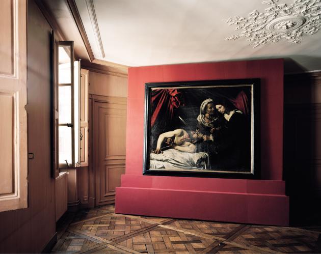 Le tableau de Judith tranchant le cou du général Holopherne photographié ici à Paris sera exposé à Milan à compter du 7 novembre.