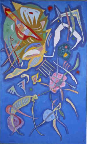 """«A Paris, Kandinsky préfère le terme de concret à celui d'abstrait. A rebours d'une abstraction se délitant dans son goût du système, l'artiste entend donner jour à des œuvres abstraites """"vivantes, étincelantes de vie et d'imagination"""". """"Groupement"""" oscille ainsi entre figuration et abstraction. Sur un fond bleu voguent quantité de figures multicolores, mollusques cocasses et algues marines qui sont autant de motifs informels avant l'heure.»"""