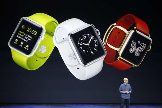 Le pdg d'Apple, Tim Cook présente la nouvelle Apple Watch, à Cupertino, Californie, le 9 septembre.
