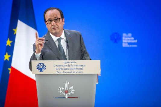 Le président de la république s'exprime à l'occasion du centenaire de François Mitterrand, au musée du Louvre le mercredi 26 octobre 2016.