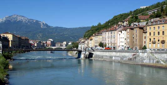 Grenoble détrône Toulouse dans le palmarès général 2016-2017 des villes étudiantes du magazine « L'Etudiant ».