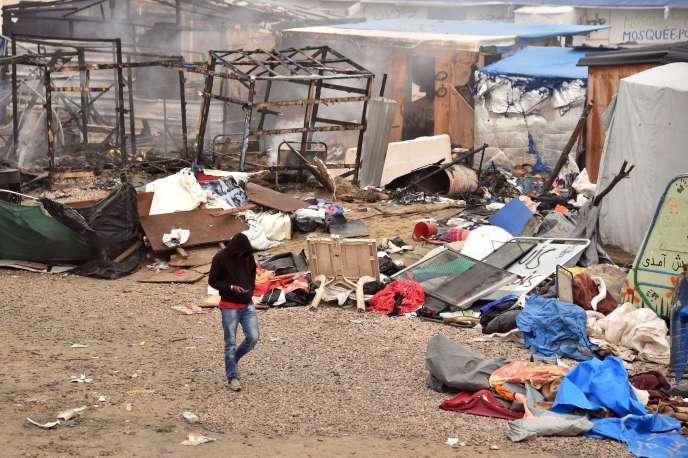 Plusieurs incendies ont été provoqués dans la nuit de mardi 25 à mercredi 26 octobre, dans la« jungle» de Calais.