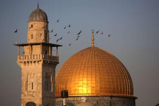 Le dôme du Rocher le 14 octobre, ou Qubbat As-Sakhrah en arabe, se trouve sur le site religieux connu comme celui de l'esplanade des Mosquées pour les musulmans et du mont du Temple pour les juifs, dans la vieille ville de Jérusalem.