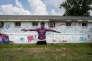 A Baton Rouge, devant le magasin Triple S Convenience, un sanctuaire a été érigé à l'endroit où a été tué, le 5 juillet, Alton Sterling, Noir de 37 ans abattu par deux policiers de la ville alors qu'il était au sol.