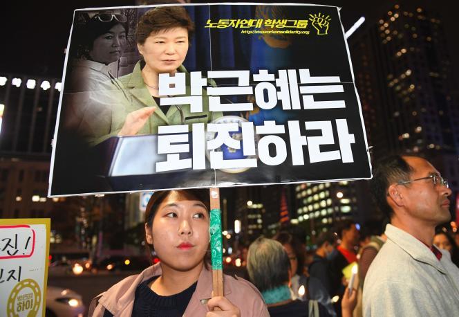 Une manifestante hostile àla présidente Park Geun-Hye, le 27 octobre à Séoul.