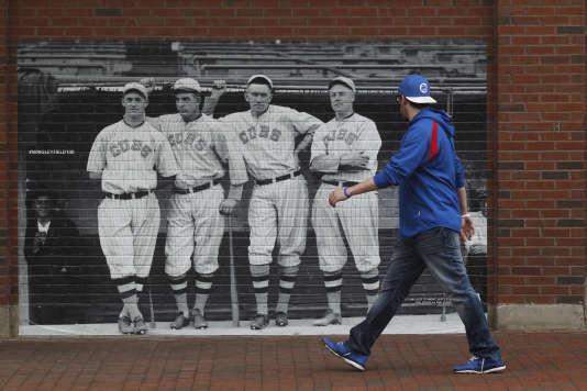 Les Cubs de Chicago ont attendu 1953, six ans après les Dodgers de Brooklyn, pour ouvrir leur franchise au premier joueur noir.