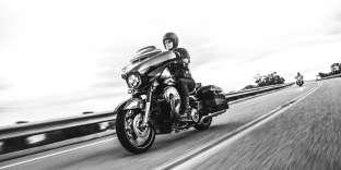 La Harley-Davidson Street Glide version CVO se pilote en mode« croisière».