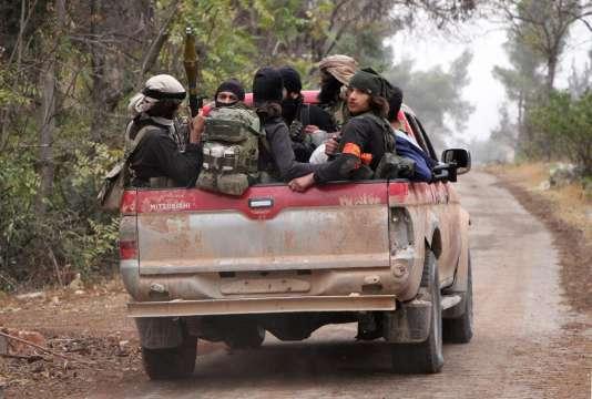 Des djihadistes de l'Armée de la conquête près d'Alep, le 28 octobre.
