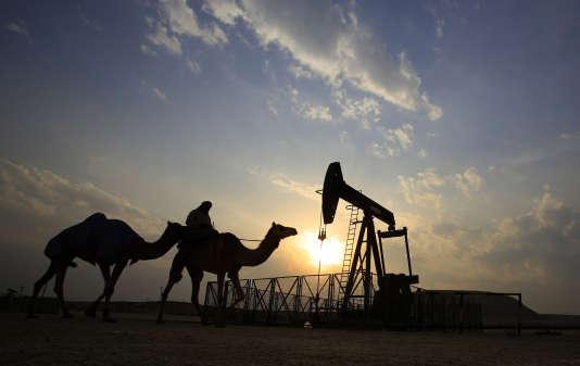 Champ d'extraction de pétrole à Sakhir (Bahrain) en 2015.