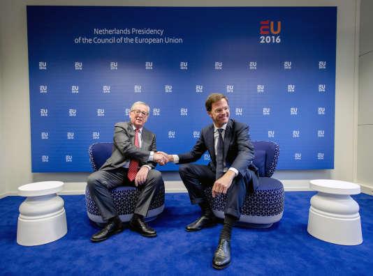 Mark Rutte (à droite) avec Jean-Claude Juncker, le 7 janvier 2016.
