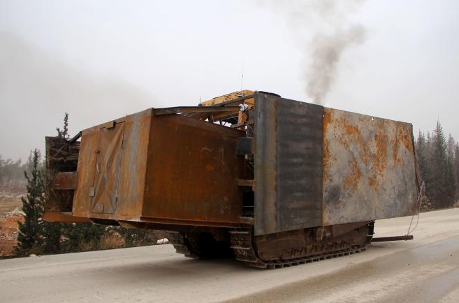 Une pelleteuse chargée d'explosifs utilisée par le groupe salafiste Ahrar Al-Cham, le 28 octobre, à Alep-Ouest.