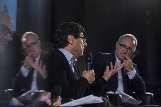 Philippe Aghion, économiste, professeur au Collège de France (centre) et Vincent Giret (journaliste au « Monde»).