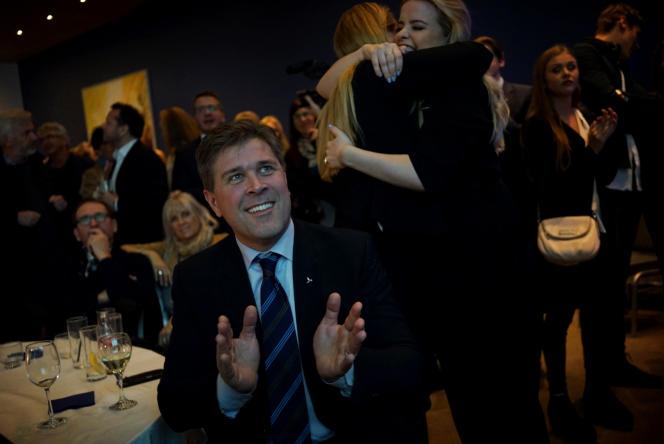 Bjarni Benediktsson, qui dirige le Parti de l'Indépendance, savoure sa victoire électorale, le 29 octobre.
