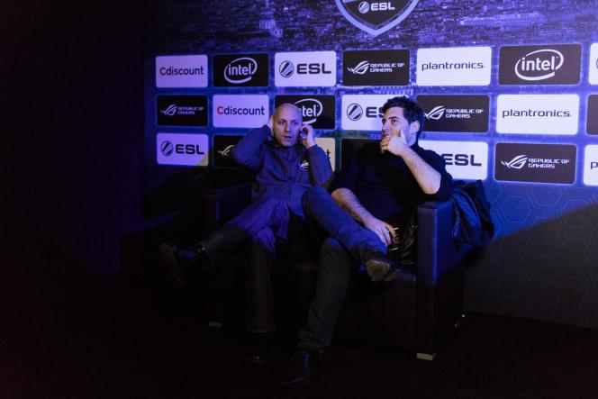 Espace de jeu géant occupé par ESL, marque de jeu vidéo pour les gamers de «League of Legends».
