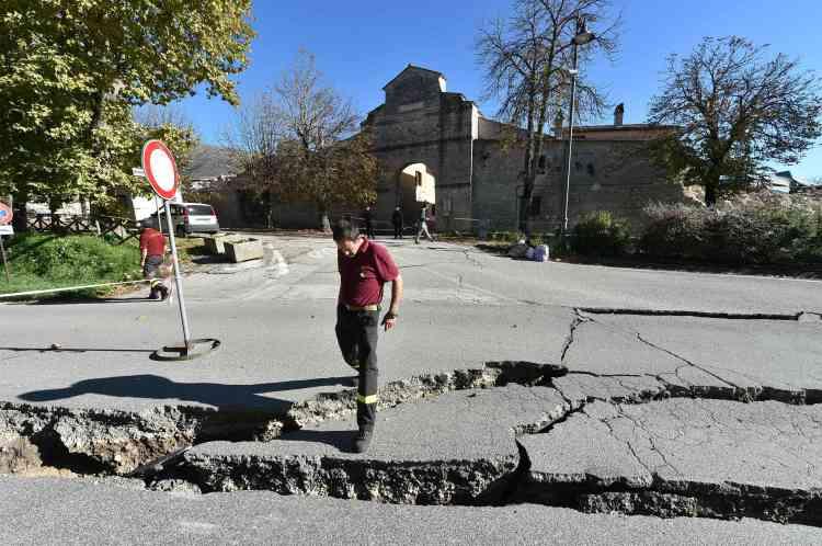 La puissance de la secousse a également entraîné des éboulements et de nombreuses routes dans cette région de l'Ombrie ont été coupées.