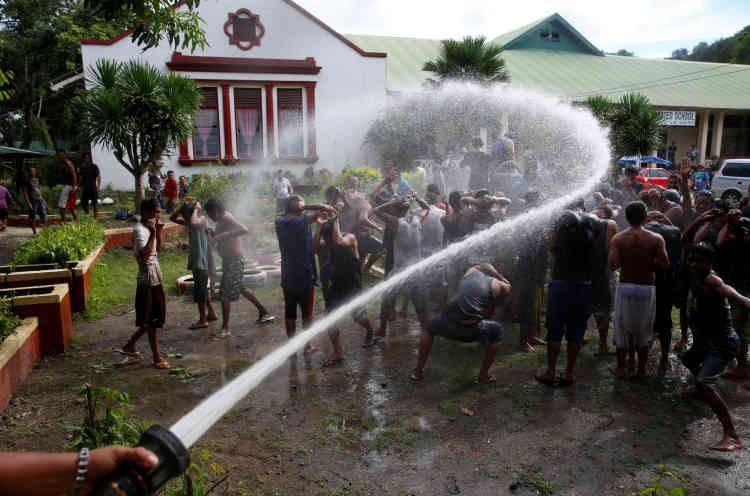 Arrivée de nouveaux volontaires dans le centre de désintoxication de La Union, dans le nord des Philippines, le 24 septembre.