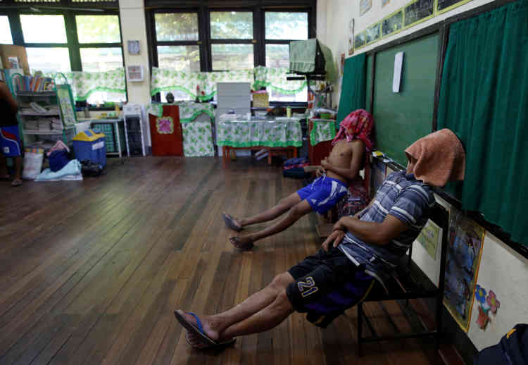 Pendant une pause, dans une ancienne salle de classe. A La Union, le 24 septembre.