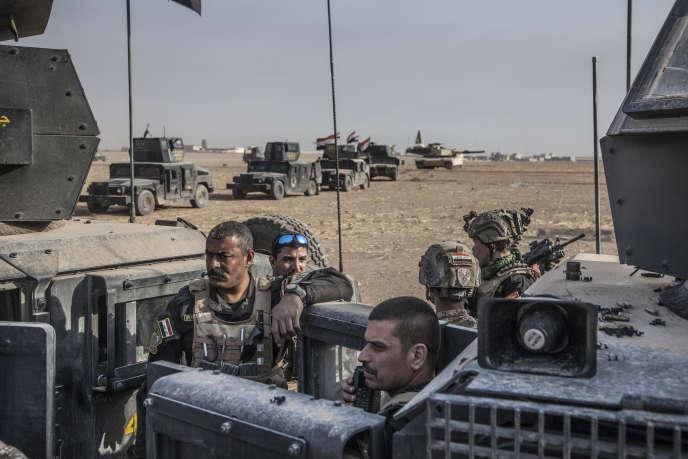 Le Major Salam à la tête de la colonne des forces spéciales de Isof 1 et 3, devant la ville de Bazwaya, encore sous le contrôle de Daesh.
