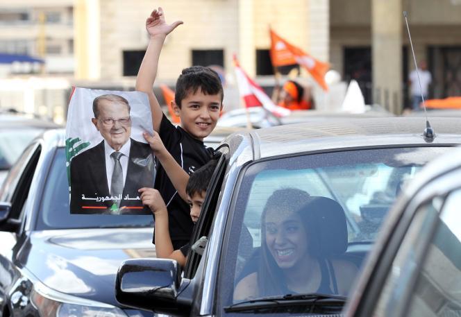Des partisans de Michel Aoun, le 31 octobre à Beyrouth.