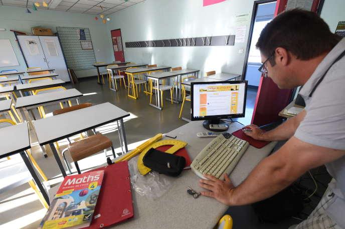 Un professeur de mathématiques, le 31 août à Mérignac.