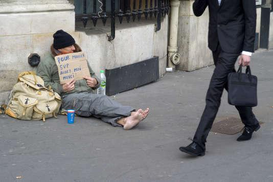 Un sans-abri à Paris, en mars 2015.