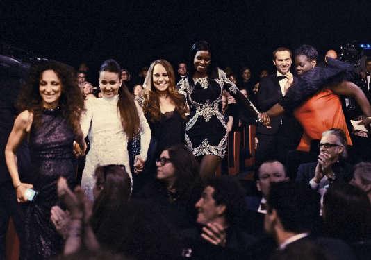 L'équipe de« Divines», à Cannes, lors de la remise de la Caméra d'or.