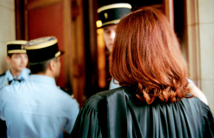 «Nous exigeons que les procédures pénales respectent les libertés fondamentales et permettent aux avocats, garants de ces libertés, d'exercer leur mission avec dignité et considération, dans le respect de la présomption d'innocence et des droits des victimes» (Photo: au Palais de justice de Paris, en 2000).