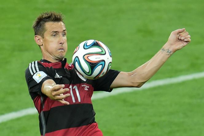Miroslav Klose dans ses oeuvres, le 8 juillet 2014, lors du large succès de l'Allemagne face au Brésil (7-1).