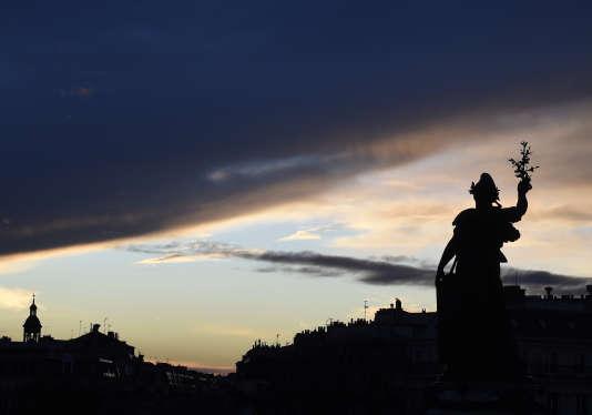 Le 10 janvier 2016, la statue de la place de la République à Paris.
