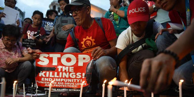 En septembre 2016, à Manille, des militants en appellent à la justice internationale pour juger les barons de la drogue aux Philippines.