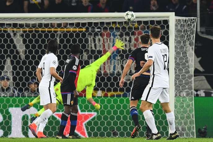 A la 90e minute, un tir de Thomas Meunier, de l'extérieur de la surface de réparation, a donné la victoire aux Parisiens.