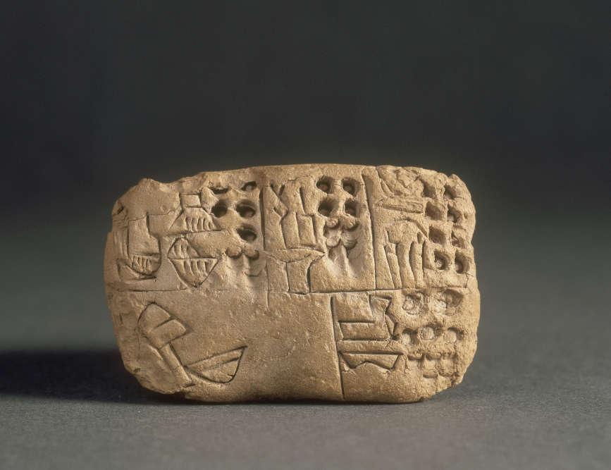 Cette tablette d'argile, qui porte l'une des plus anciennes écritures connues (3100 av.J.-C.), provient d'Uruk, l'une des premières villes où furent trouvées 5000 tablettes de ce type.