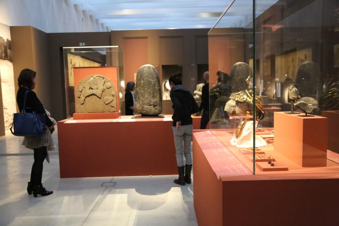 Vue d'ensemble d'une des salles de l'exposition« L'Histoire commence en Mésopotamie» au Louvre-Lens en octobre 2016.